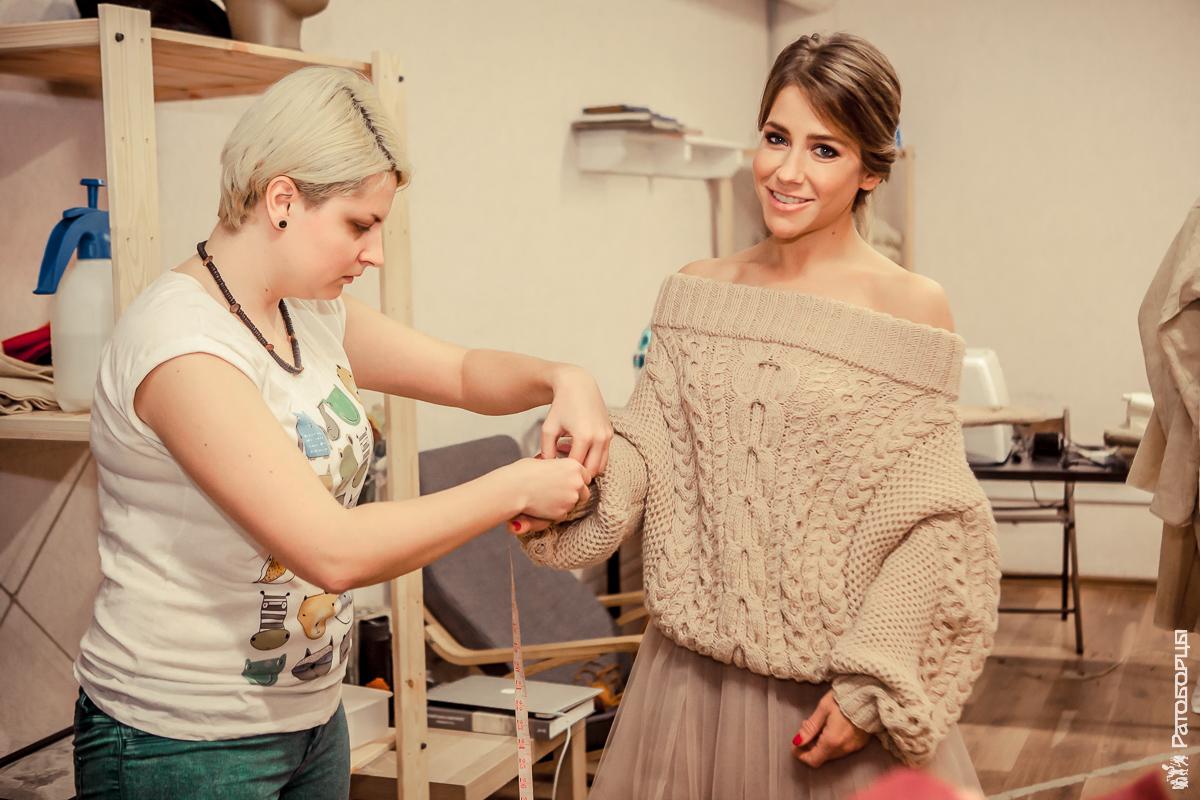Тутта Ларсен и Юлия Барановская шьют платья для турнира Св. Георгия