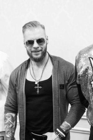 Брутальный показ открыл pre-party сольного концерта Алексея Чумакова