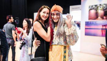 Русская Баба Яга с внучками Катей и Волгой Король произвели фурор на выставке«WorldArtDubai»