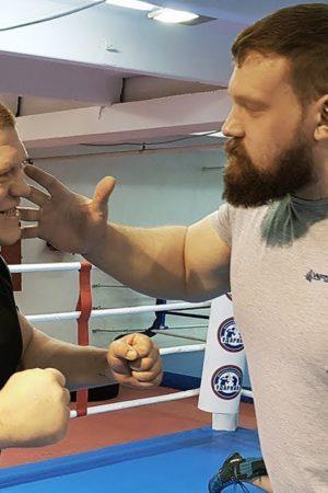 Организатор Кирилл Сарычев (справа)