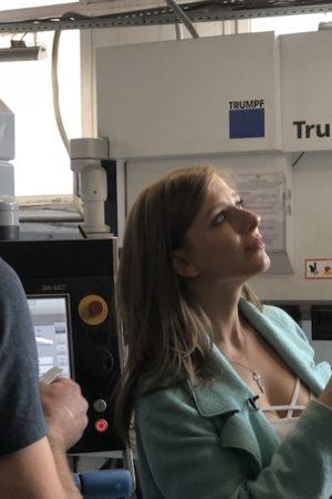 Лиза Арзамасова встала за станок