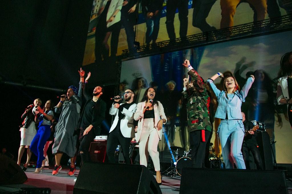Группа The Davincies и участники шоу Голос представляют гимн трибун под названием «90 минут»