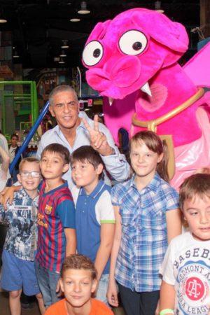 Сами Насери вместе с детьми из детского дома посетил парк аттракционов Happylon
