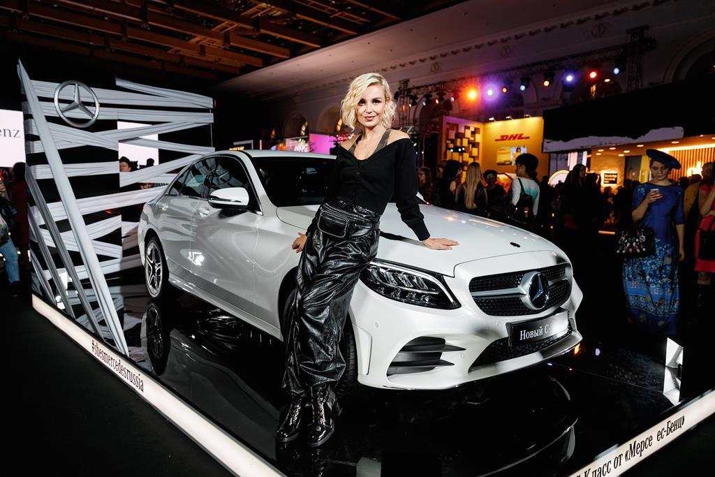 Полина Гагарина выступила на открытии 37-го сезона Mercedes-Benz Fashion Week Russia