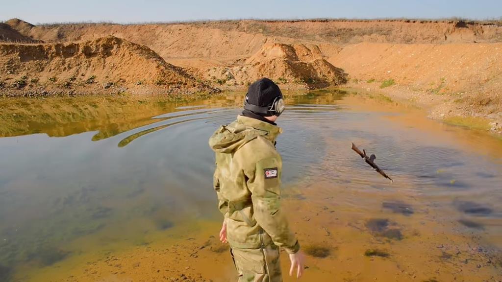 Проверка на прочность АК-47: выдержит ли он испытание болотом, песком и грязью?