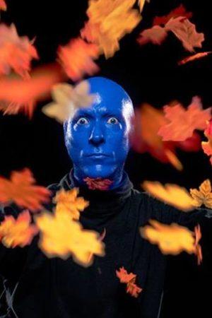 Танцуют все: участники шоу Blue Man Group приняли участие в челлендже Skibidi