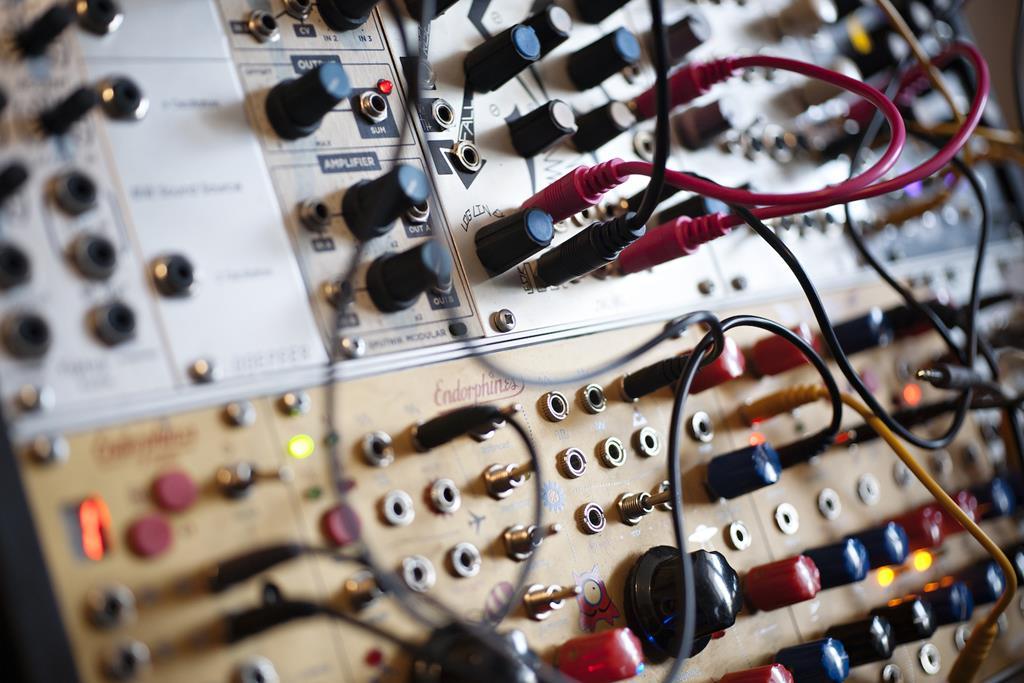 Moscow Music School запускает интенсивный курс «Модульный Синтез» с Федором Веткаловым