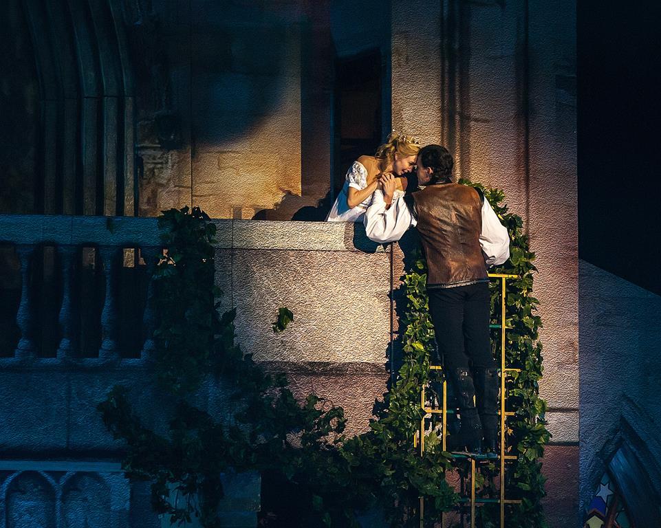 с 1 по 11 ноября в Москве пройдет шоу «Ромео и Джульетта» Авербуха — самое успешное ледовое шоу в России