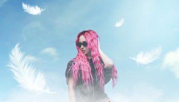 Певица Эмили расправила крылья