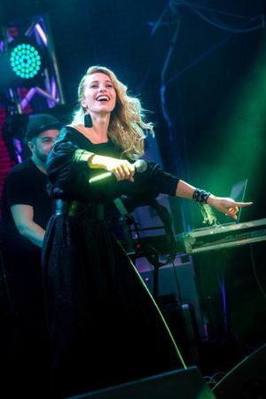 Самая загадочная артистка российской эстрады Ульяна Ми получила две престижные музыкальные премии в Москве и Киеве