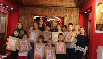 Как рисовать красиво, если не умеешь: топ-5 советов от художника. 24 ноября в Москве в Арт-галерее Дрезден Итальянская благотворительная ассоциация «Tulipano Rosso» («Красный тюльпан») провела занятие арт-терапии «Подарок своими руками»