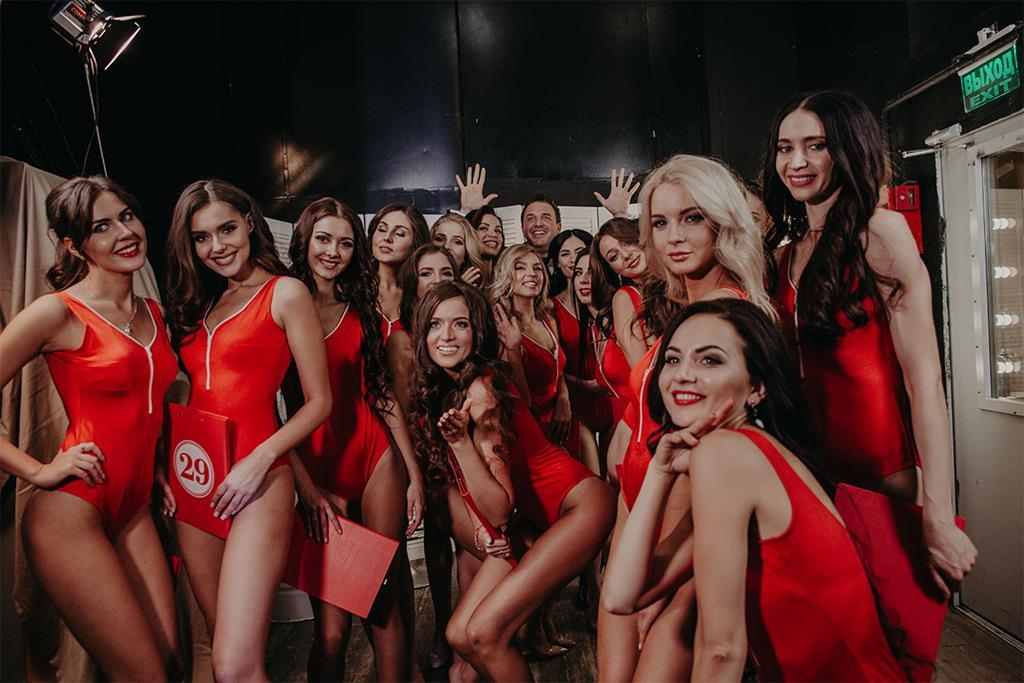 Максим Виторган и участницы копия