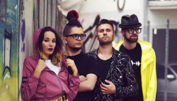Российская группа G9, уже хорошо известная в США представляет новый видеосингл Soft In The Head. G9 — модная инди-рок-группа, базирующаяся в Москве. Их звучание прямое и цепляющее, броское и запоминающееся.