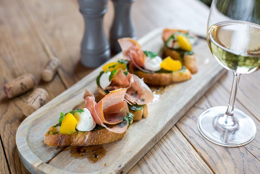 Table one - новый проект от Local band про завтраки, вино и не только!