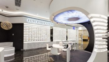 В «Москва-Сити» открылся первый в России оптический салон Zeiss Vision Center