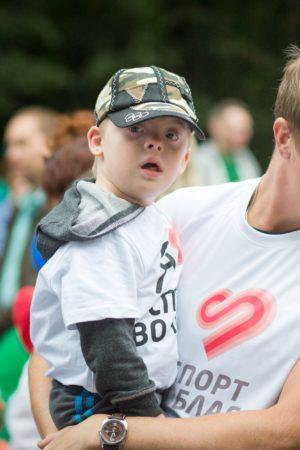 Люди с синдромом Дауна участвуют в благотворительном забеге «Спорт во благо»