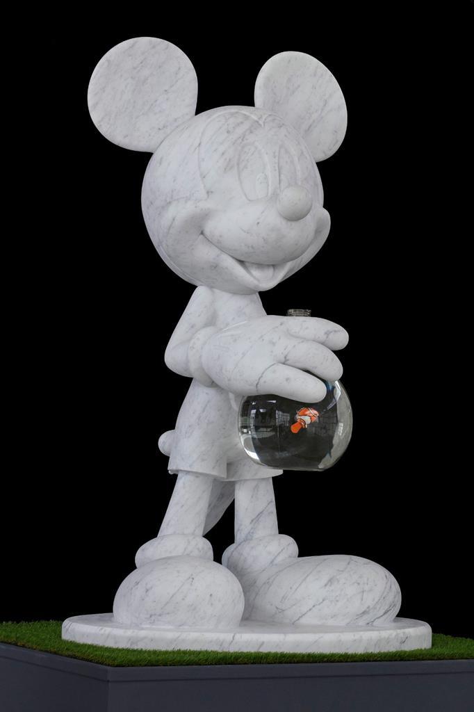 Алиса Лобанова на аукционе amfAR: Купить Микки Мауса на удачу