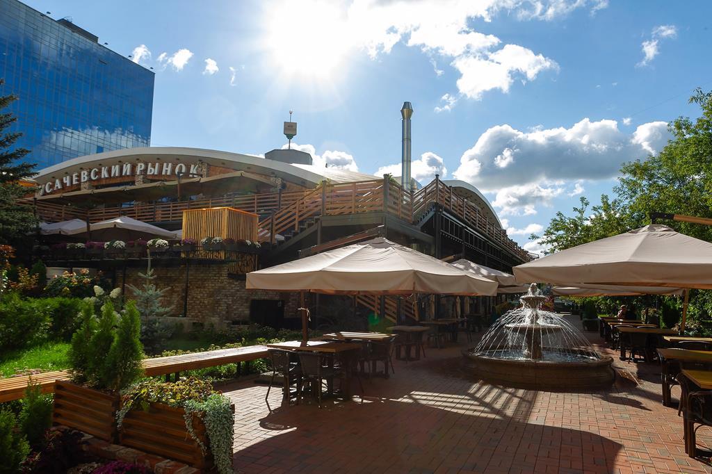 На свежем воздухе: летняя веранда Усачевского рынка