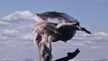 Дмитрий Маликов открывает выставку работ фотохудожника Романа Кадария своим клипом