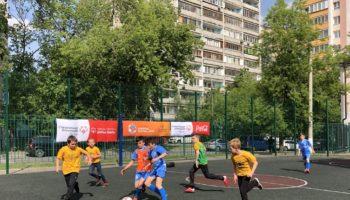 Атлеты Специальной Олимпиады вышли на поле с учащимися Московского лицея «Ступени»