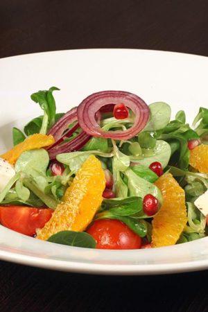 Летний салат с апельсином