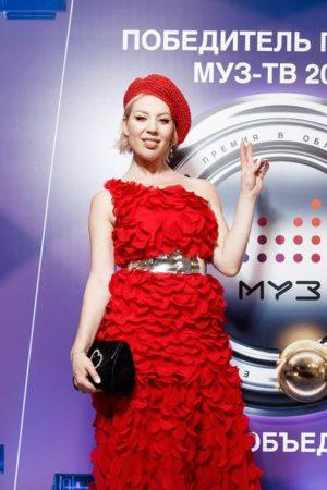 Дом моды Svetlana Evstigneeva создал звёздные наряды для Премии МУЗ-ТВ