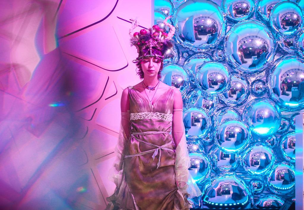 Теона Дольникова, Юлия Прудько, Дарья Лисиченко и группа MBAND на фестивале Concept Summer Fest