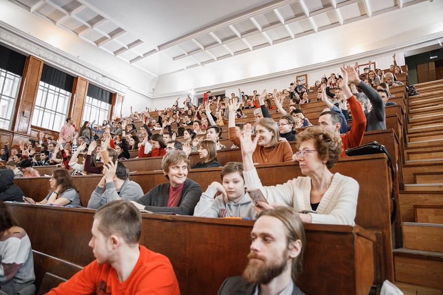 """Ведущие ученые провели """"Открытую лабораторную"""" в День российской науки"""