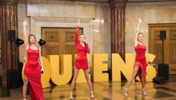 Группа Queens выступила в метро