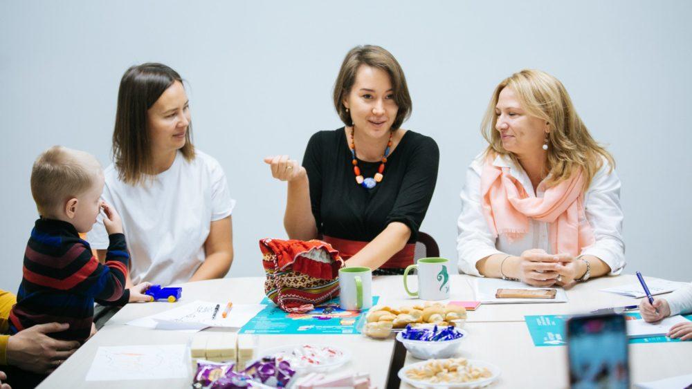 Фонд «Мелодия жизни» открывает онлайн-школу для родителей детей с нарушениями слуха