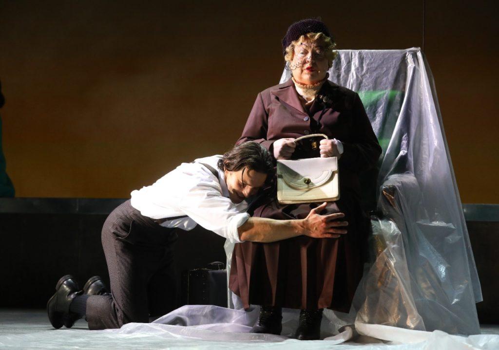 Впервые за 43 года БДТ им. Г. А. Товстоногова привезет в Москву спектакли с участием Светланы Крючковой
