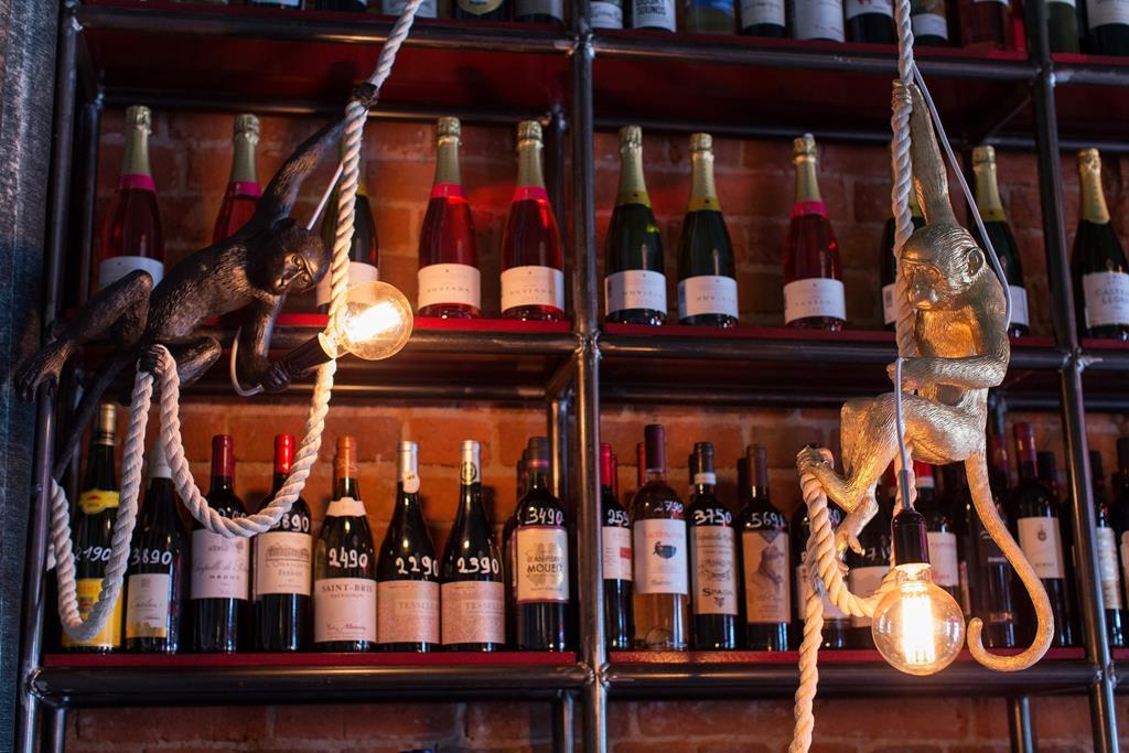 Пить вино и танцевать. Новое место притяжения на Пречистенской набережной