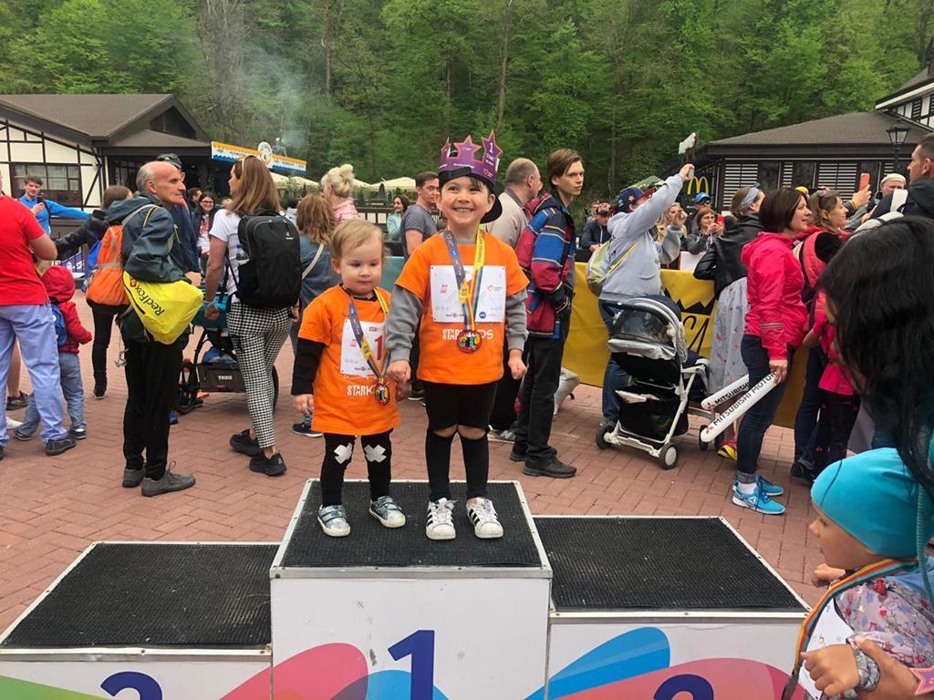 Участники фестиваля ROSA RUN помогут людям с синдромом Дауна отправиться на соревнования по мини-футболу