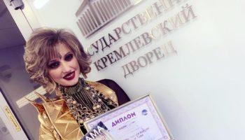 Певица Лама Сафонова получила награду за свой бестселлер